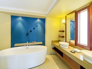 Oceanfront Studio Bathroom
