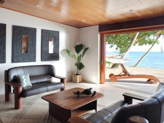 Lagilagi 3 Bedroom Villa - Lounge