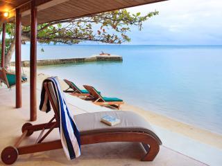 Premium Ocean Front Bure - Beach Chairs